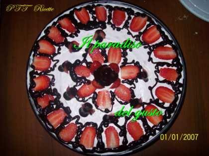 Torta yogurt, cioccolato e fragoline