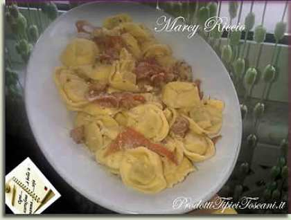 Tortelli con salmone e bacon
