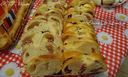 Trecce di pan brioche con salame e mozzarella