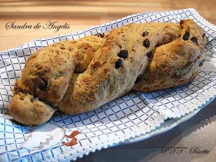 Treccia di pane con olive e noci