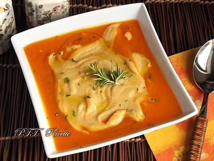 Vellutata di zucca e carote al rosmarino con crema di ceci